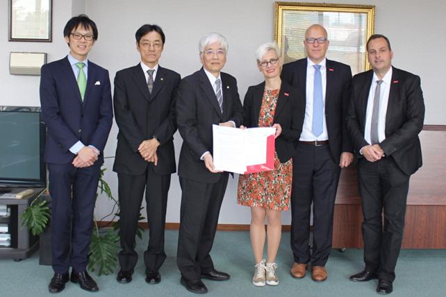 """Unterzeichnung der MoU's zum interdisziplinären Forschungsaustausch im Bereich """"Intelligentes Fahrzeug & Vernetztes Fahren"""""""