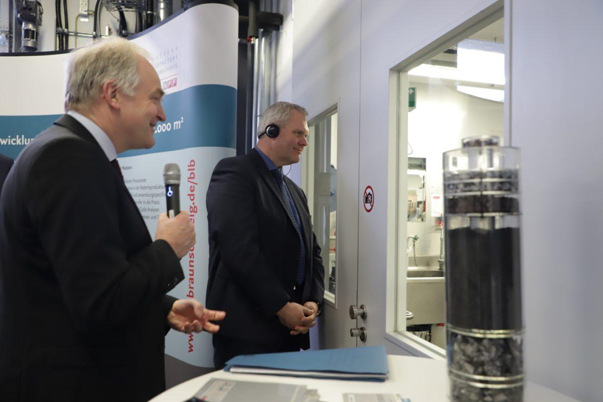 Besuch der Delegation in der BatteryLab Factory Braunschweig
