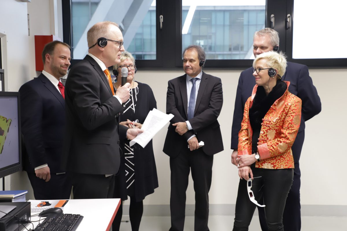 Besuch der Delegation in der OpenHybrid LabFactory