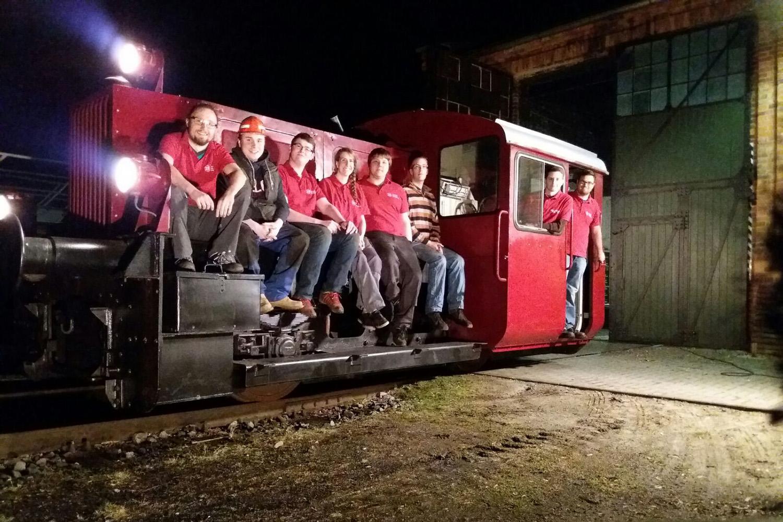 """Das Aka Rail Team auf ihrer """"Köf II"""". Bildnachweis: Aka Rail/TU Braunschweig"""