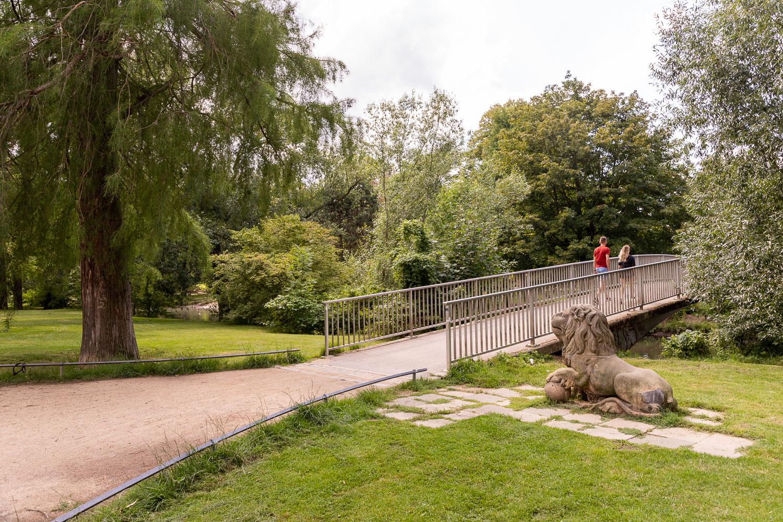 Rund Um Die Villa Lobbecke Erstreckt Sich Seit Uber 100 Jahren Eine Parkanlage Direkt An Der Oker Foto Braunschweig Stadtmarketin Parkanlage Villen Luftbild