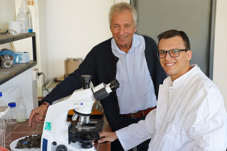 Marlus Oliviera mit Prof. Klaus Fricke von seinem Gastinstitut, dem Leichtweiß-Insititut für Wasserbau. Bildnachweis: Kristina Rottig/TU Braunschweig
