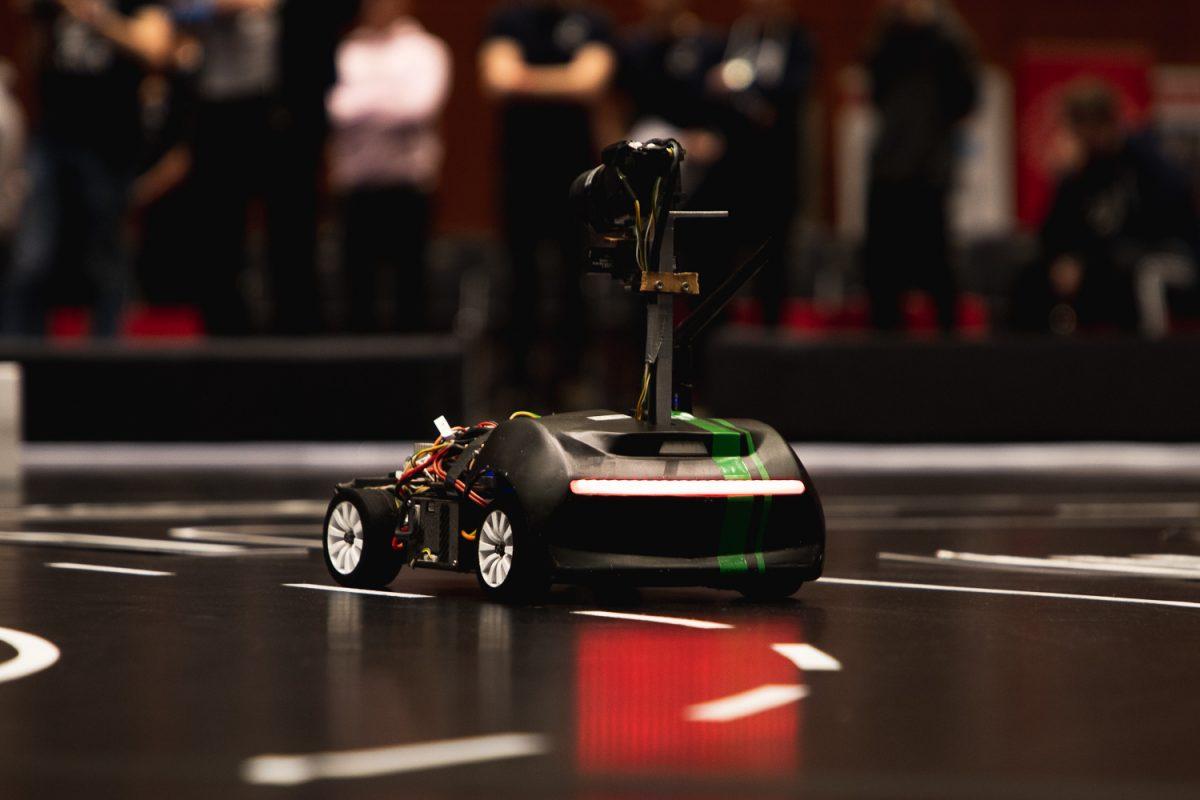 Nahaufnahme des Modellautos Dr. Drift vom Siegerteam KITcar