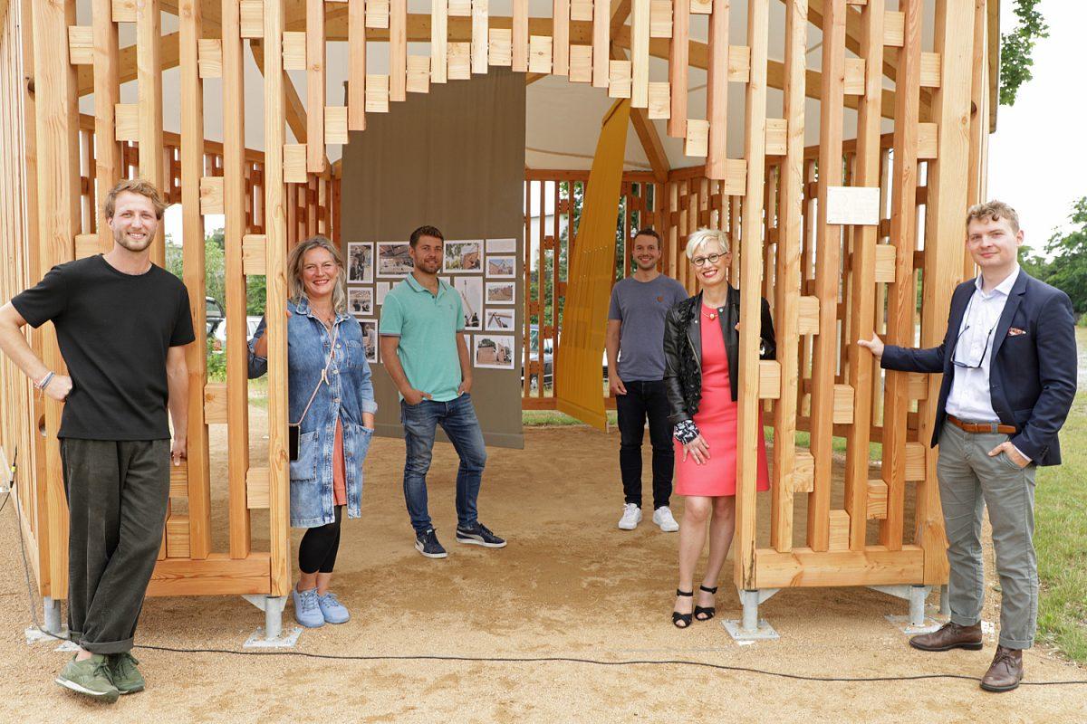 Juli: Einweihung des Studierenden-Pavillons