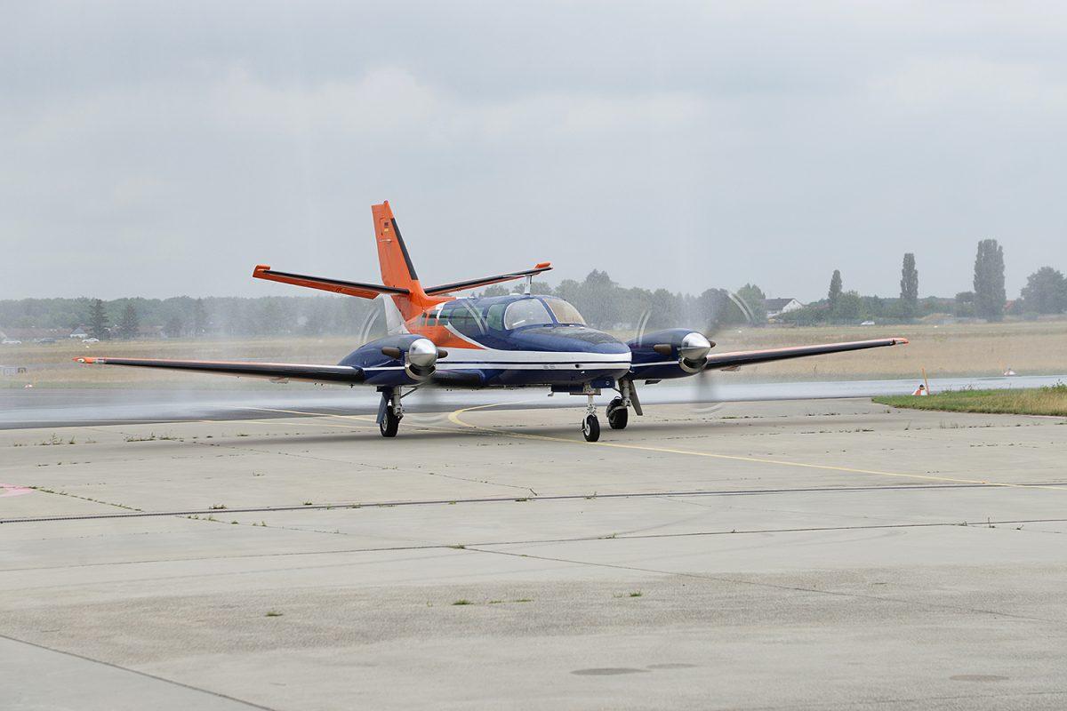 Juli: Neues Forschungsflugzeug gelandet