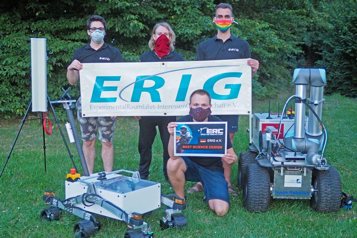 Studierende der ERIG mit Award und zwei Mars-Rovern
