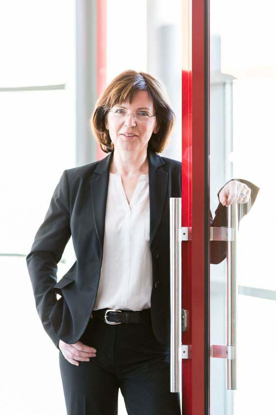 Co-Vorsitzender der AG Schule-Uni Professorin Gabriele Graube