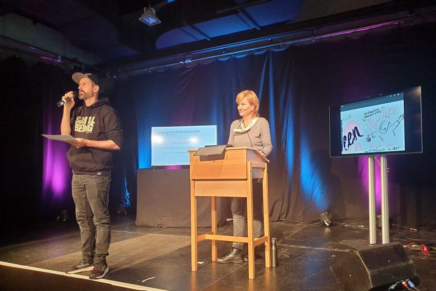Rapper Spax auf der Bühne beim Kulturhackathon Coding da Vinci
