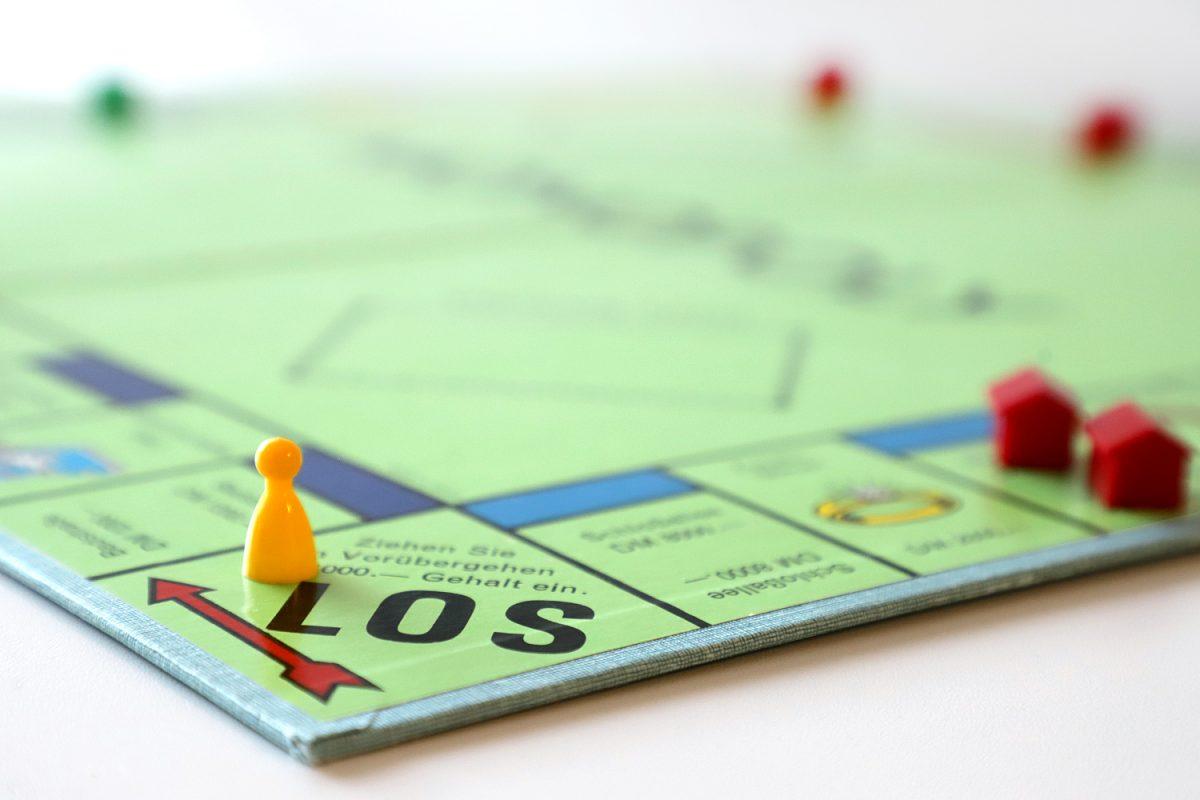 """Auf """"Los"""" beim Monopoly-Spiel"""