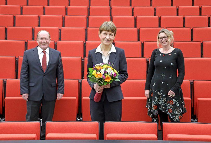 Prof. Hagebölling und Prof. Koch gratulieren Prof. Ittel zur Wahl - mit Abstand.