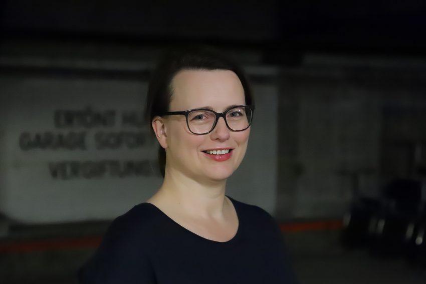 Portrait von Dr. Saskia Frank in einem der Lost Places der TU-Nights 2021